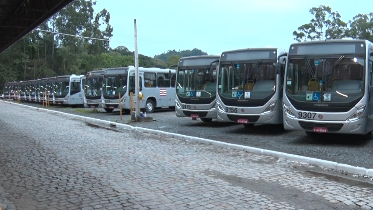 Transporte público de Blumenau volta a receber pagamento em dinheiro e ônibus circulam com capacidade maior