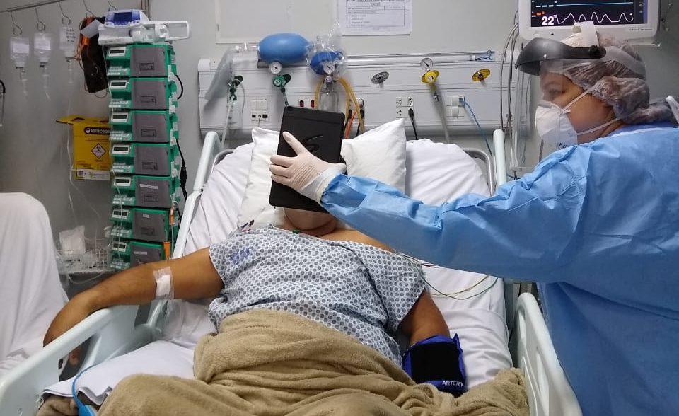 Ao ouvir a voz do irmão, paciente entubado por Covid-19 abre os olhos pela primeira vez