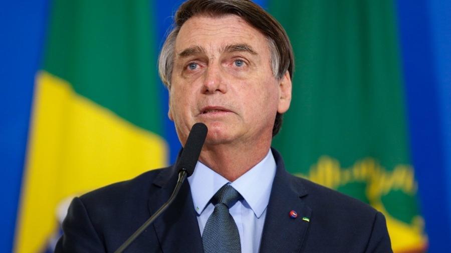"""""""Tem que deixar de ser um país de maricas"""", diz Bolsonaro sobre covid-19"""