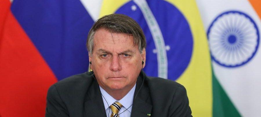 """Bolsonaro: """"Tem uns idiotas que até hoje ficam em casa"""""""