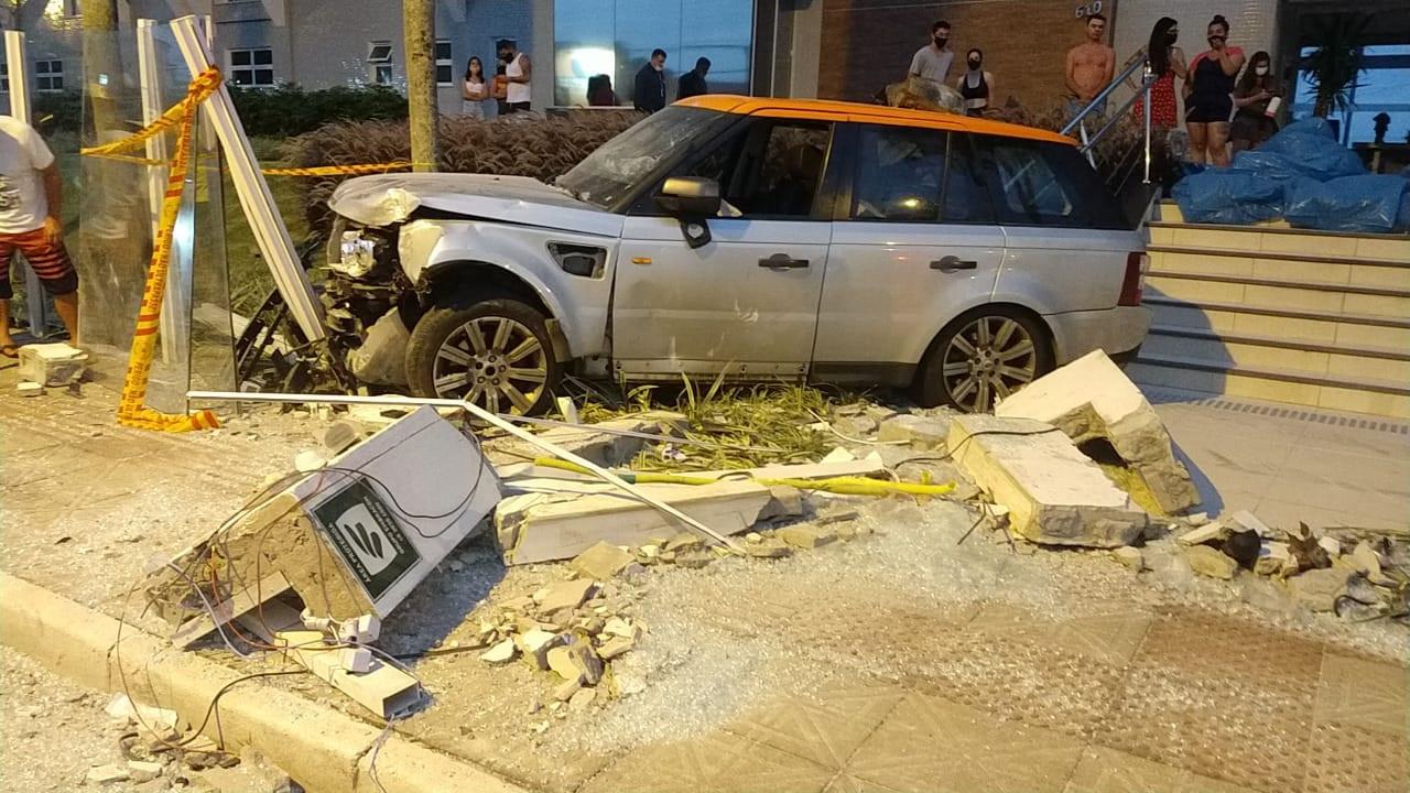 Juíza mantém prisão de motorista de carro de luxo que atropelou família nos Ingleses