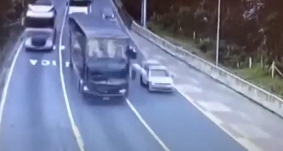 Vídeo mostra ônibus momentos antes de tombar na BR-376