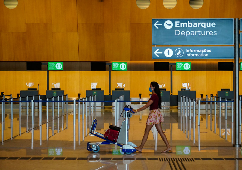 Centro de controle dos EUA reduz nível de alerta para viagens ao Brasil