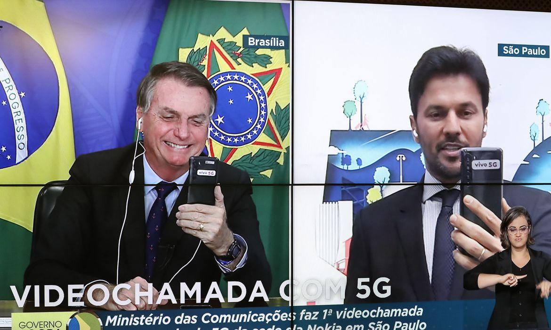 Bolsonaro e Fábio Faria fazem primeira videochamada com 5G