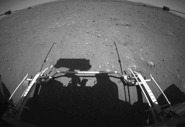 Veículo de exploração chinês começa a percorrer Marte