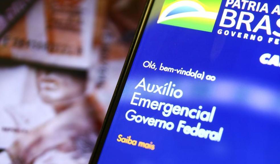 Auxílio emergencial será prorrogado por mais 3 meses, afirma Guedes