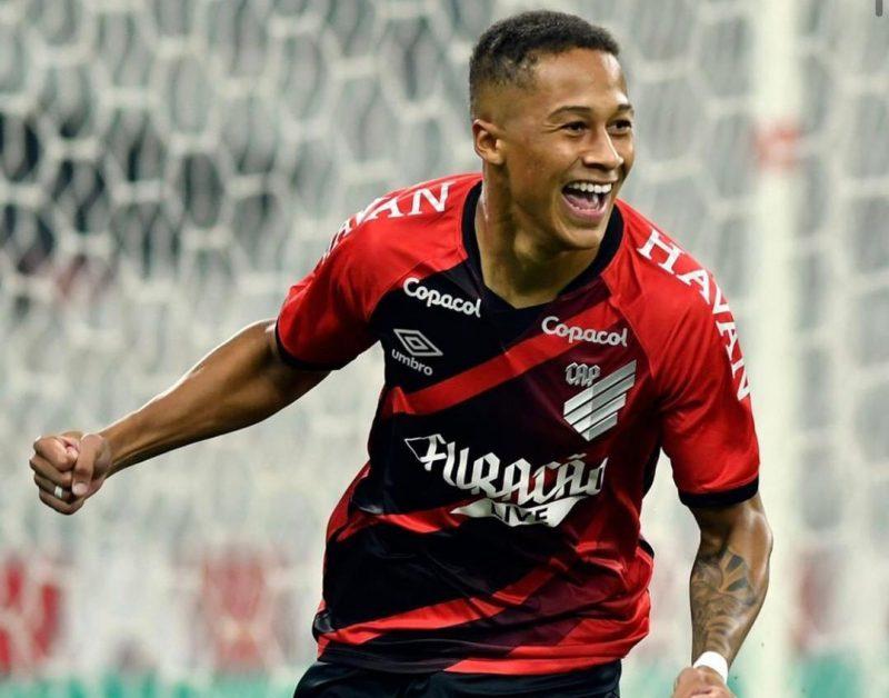 Com um gol relâmpago do Athletico, Avaí perde e está fora da Copa do Brasil