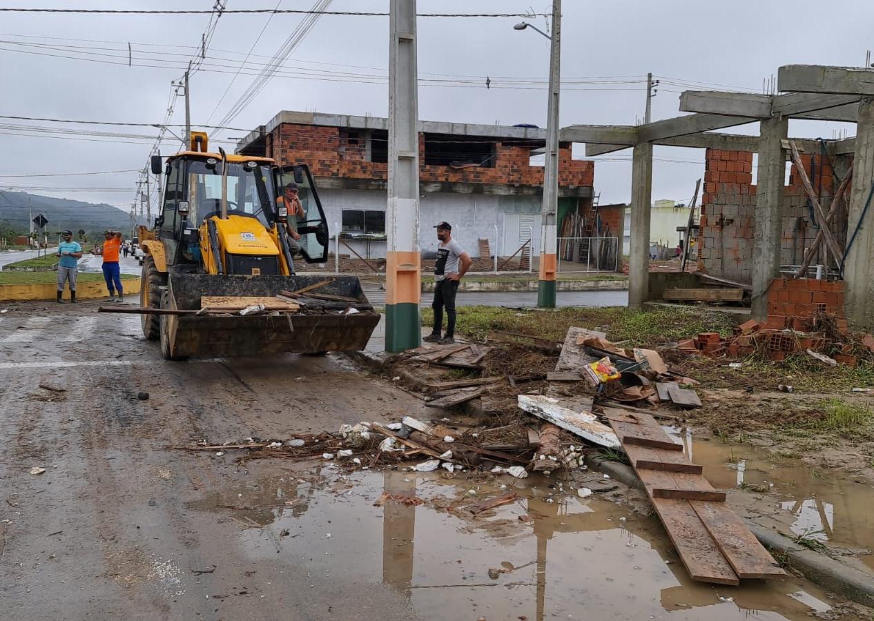 Camboriú atua na limpeza e reparos de estragos causados pelas chuvas