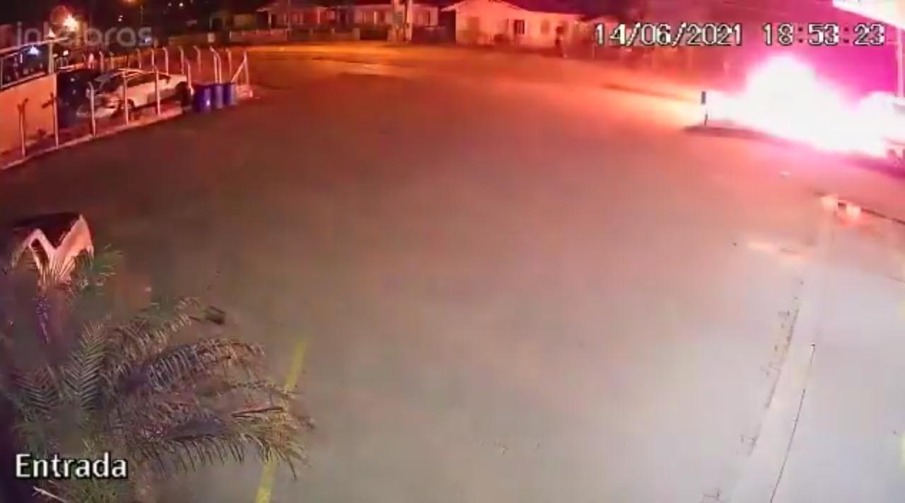 Colisão frontal entre motos causa explosão no Vale do Itajaí
