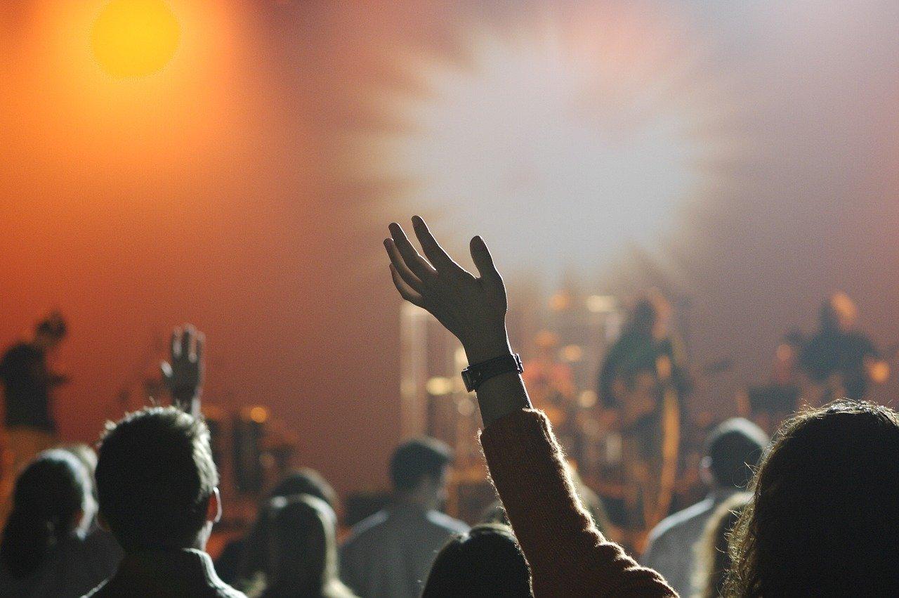 Decreto prevê retomada gradual de shows e eventos no estado