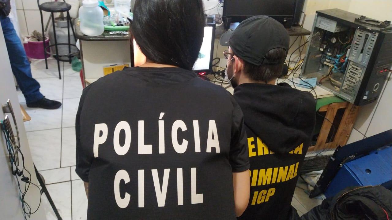 """Duas pessoas são presas em flagrante na Operação """"Luz na Infância 8"""" em SC"""