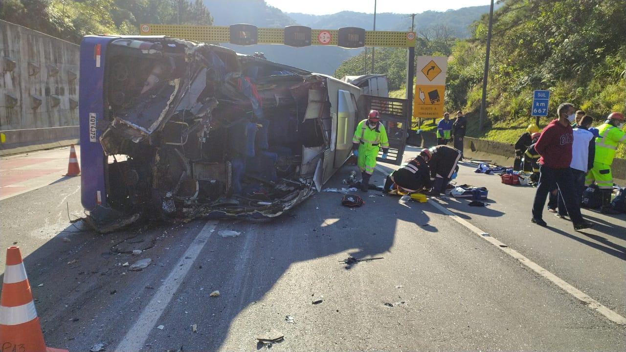 Vídeo: o momento do acidente com ônibus do Umuarama Futsal que vinha para SC