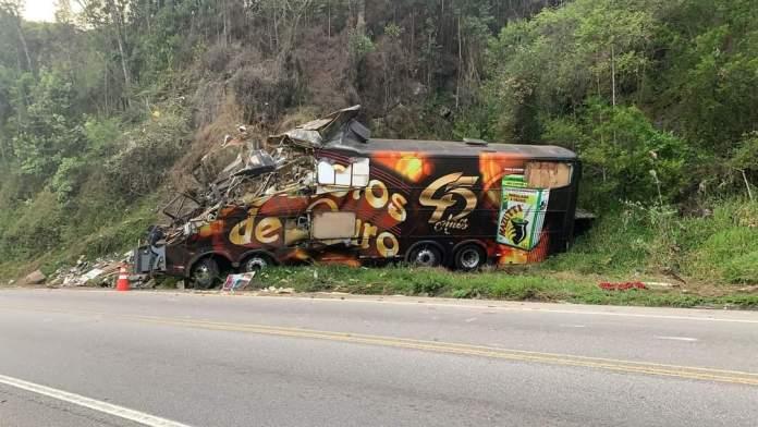 Acidente com ônibus tira a vida de vocalista e fundador do Garotos de Ouro