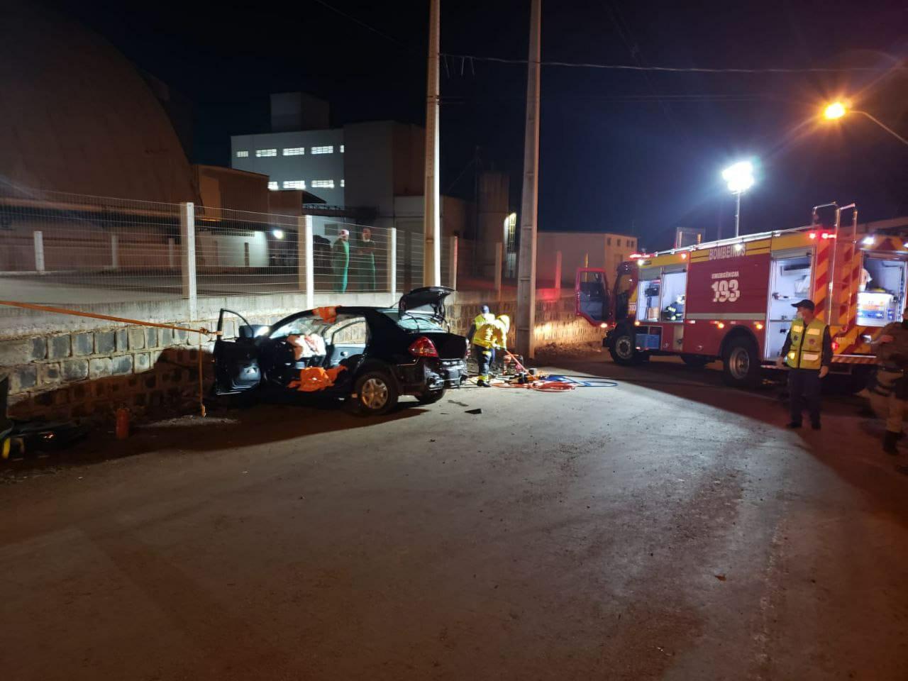 Dois jovens morrem em acidente de trânsito em Pinhalzinho