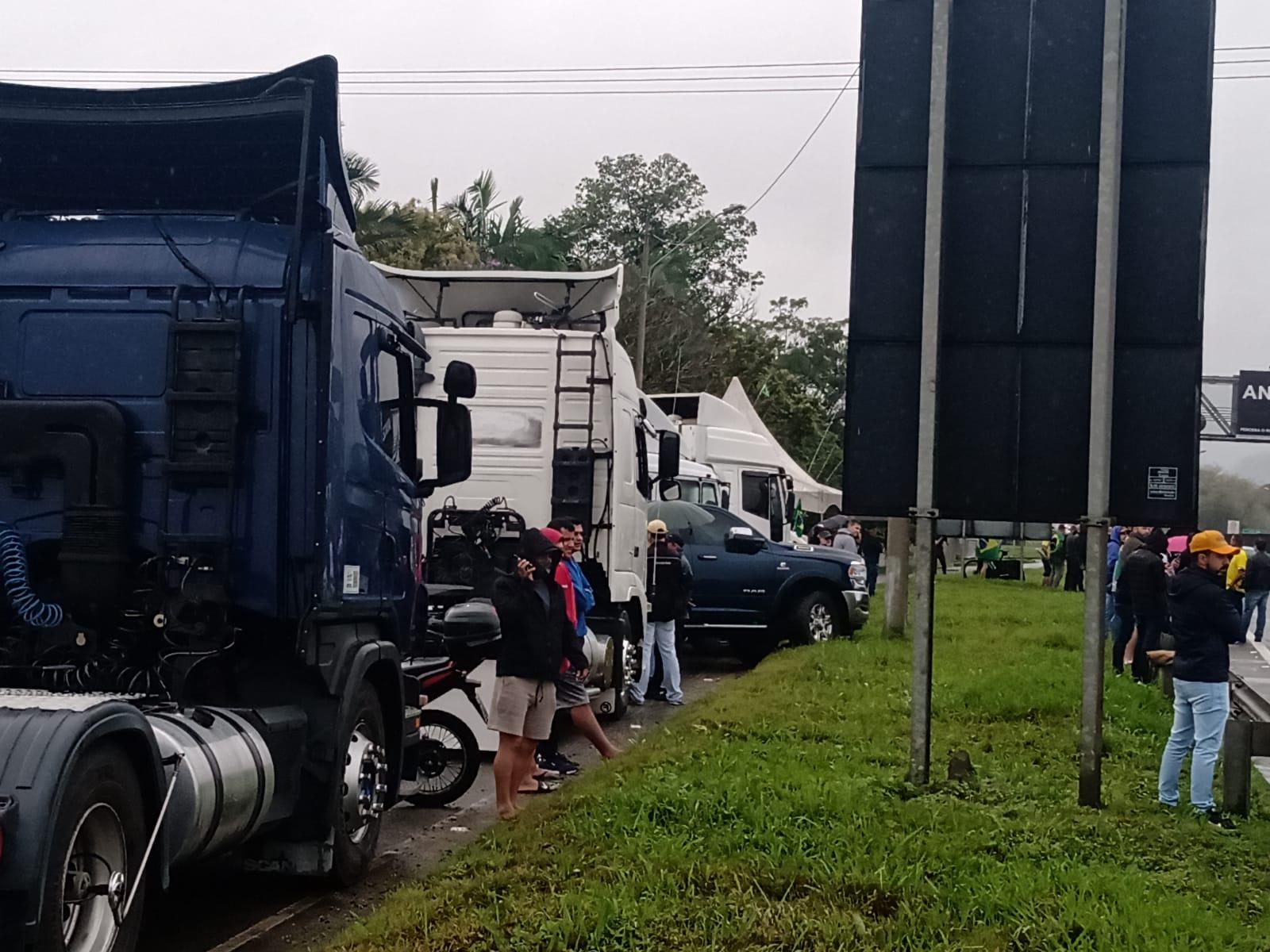 Apenas Santa Catarina e outros dois estados registram paralisações em rodovias federais