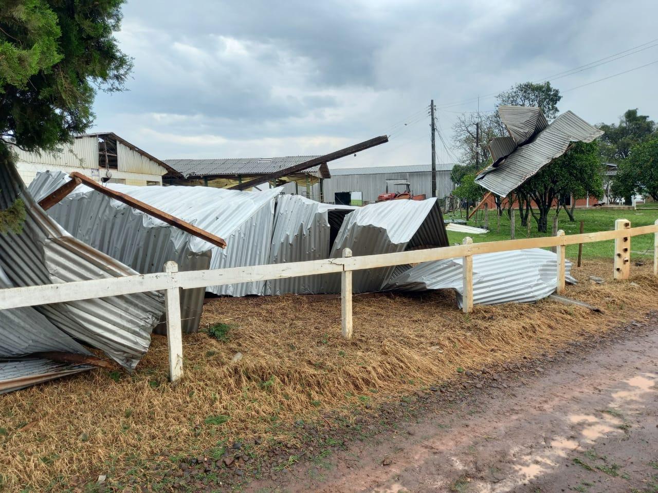 Possível tornado provoca estragos no Oeste de Santa Catarina; veja as imagens