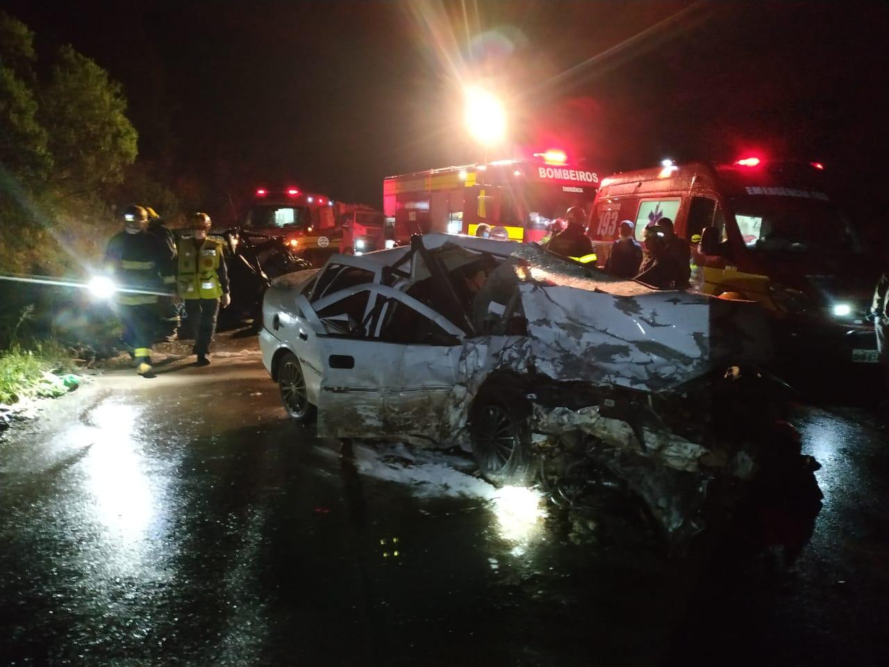 Uma criança e três adultos morrem em acidente de carro na BR-282 em Ponte Serrada