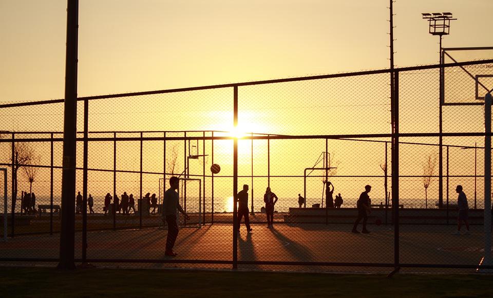 Regras para prática de esportes ao ar livre e em locais fechados são definidas em SC