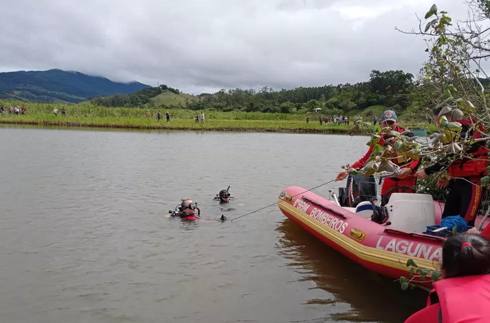 Barco com família vira e criança de nove anos se salva de afogamento no Sul de SC